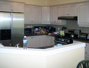 Image of a kitchen before redecoration by Distinctive Spaces.
